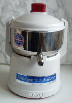 OMEGA Vegetable Fruit Powerful Easy To Use Juicer Model 1220 RRP £349 EXCELLENT
