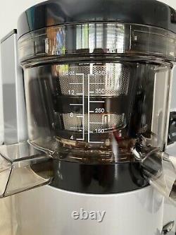 Open Box Omega VSJ843QS Vertical Slow Masticating Juicer