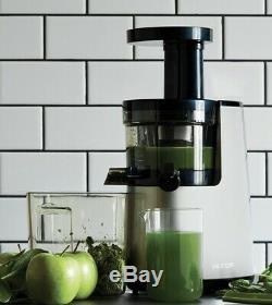 Rejuvenate Your Body and Mind With the Hurom HH Elite Slow JuicerWheatgrass