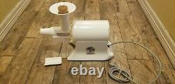 The Champion Juicer Heavy Duty Juicer Model G5-NG-853S White Tested EUC