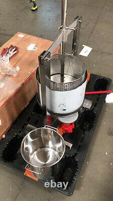 Used Manual Operate Fruit Press Stainless Vertical Squeezer Machine 20L Capacity